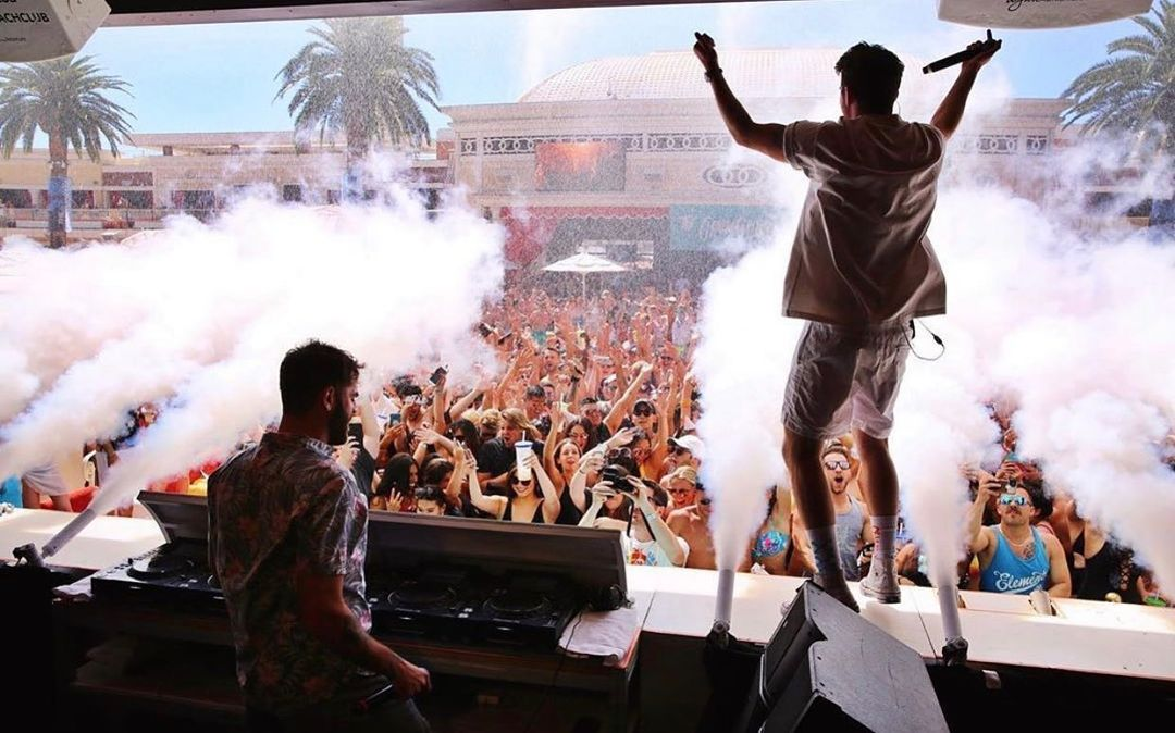 las vegas encore beach club pool party with the chainsmokers